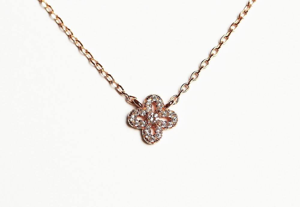 Les bijoux créateurs , accessoires indispensables pour un look soigné1