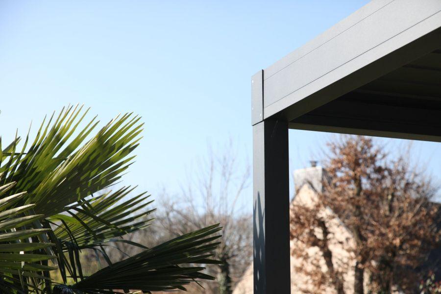pergola bioclimatique quelle protection apporte telle. Black Bedroom Furniture Sets. Home Design Ideas